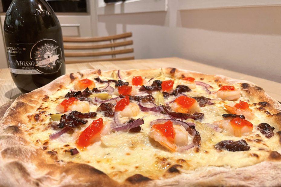 Pizza Bianca med scampi og chiligele