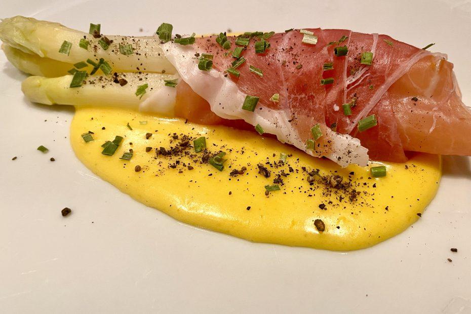 Hvit asparges med hollandaise