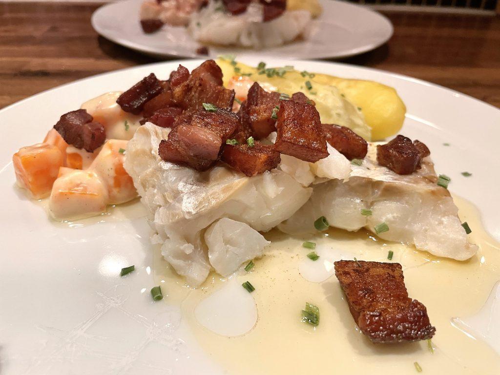 Boknafisk med gulrotstuing og bacon