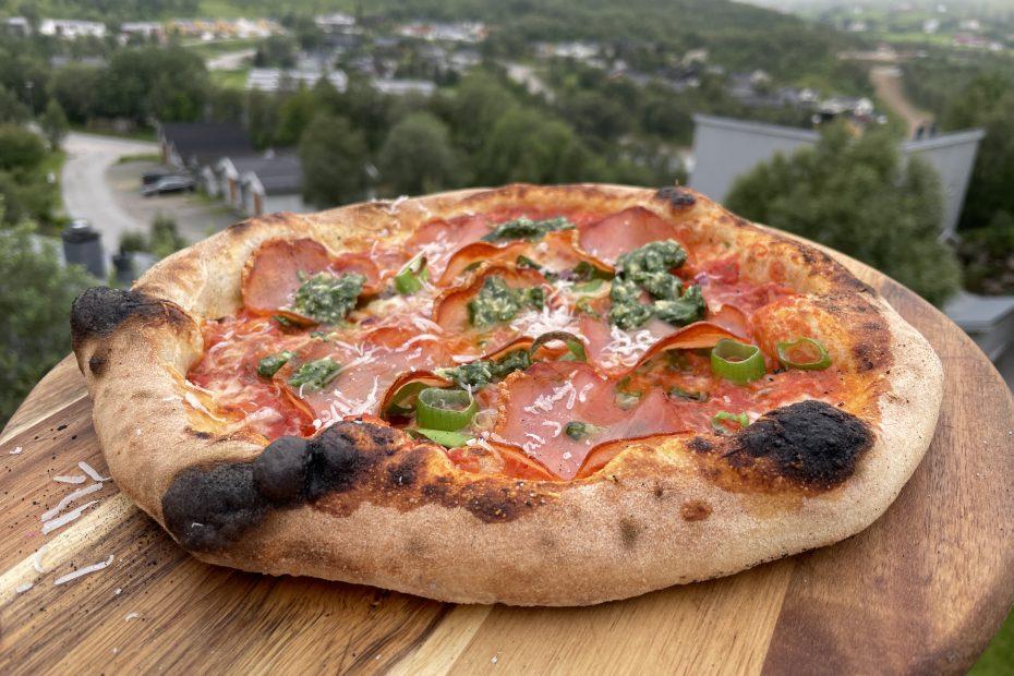 Pizza rosso con lomo