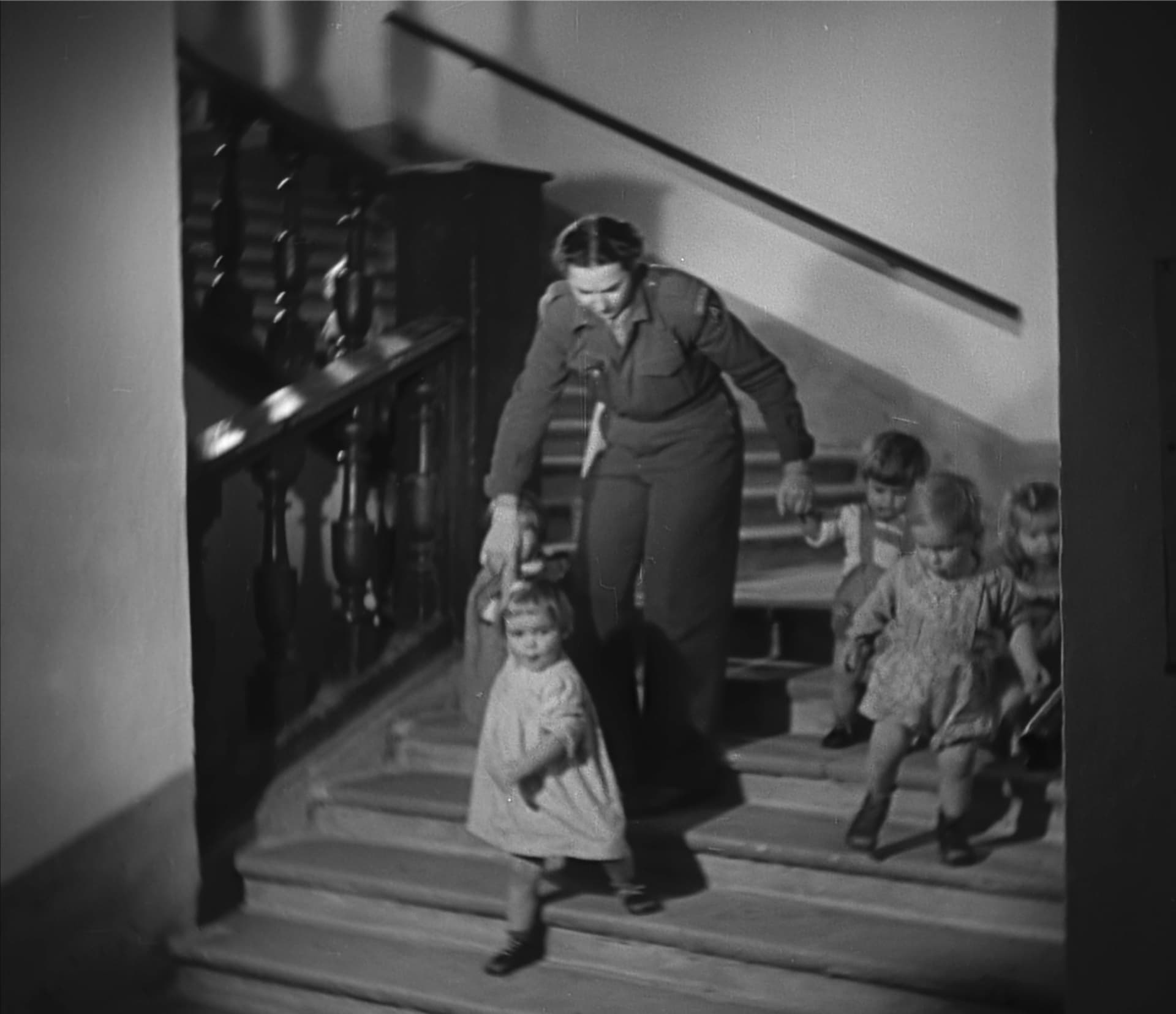 Greta Fischer mit Kindern 1945