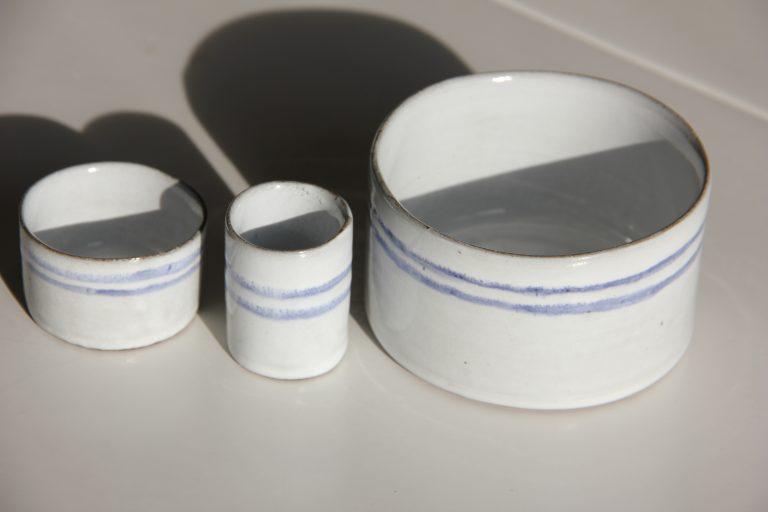Värmeljushållare/äggkopp, tandpetarvas och mellanstor skål med högre kanter i blått och vitt