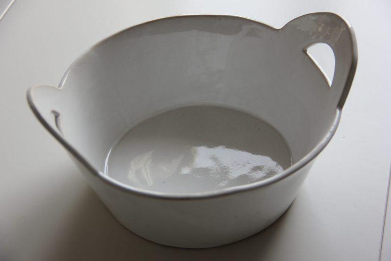 Salladsskål i vitt med raka kanter