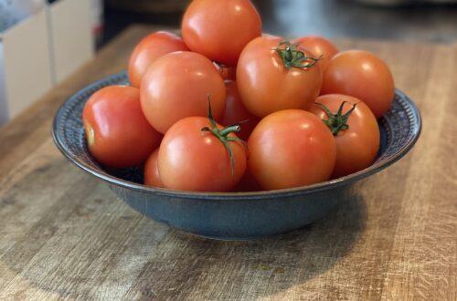 tomater åt folket på Strand City Hotel