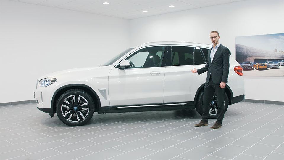 Andreas Bavaria Bil visar BMW iX3 – Streamrocket filmproduktion