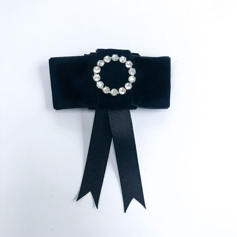 Vintage brooch diamonds ring black velvet