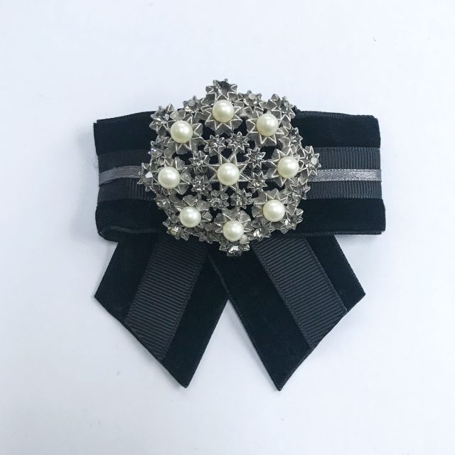 Vintage brooch white pearls black velvet