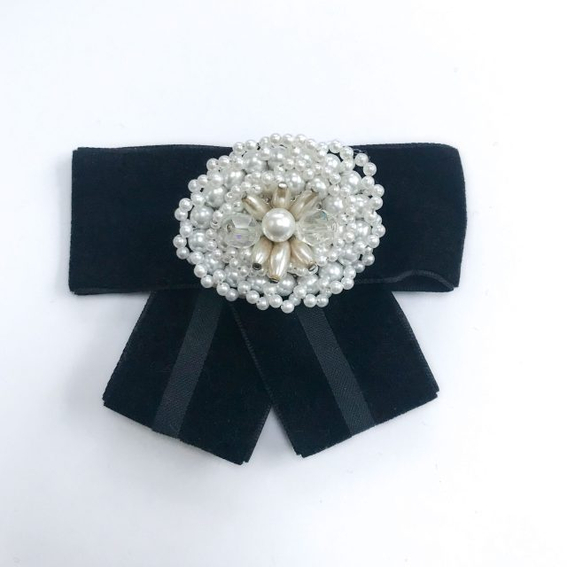 Vintage brooch white pearls diamonds black velvet black vribbon