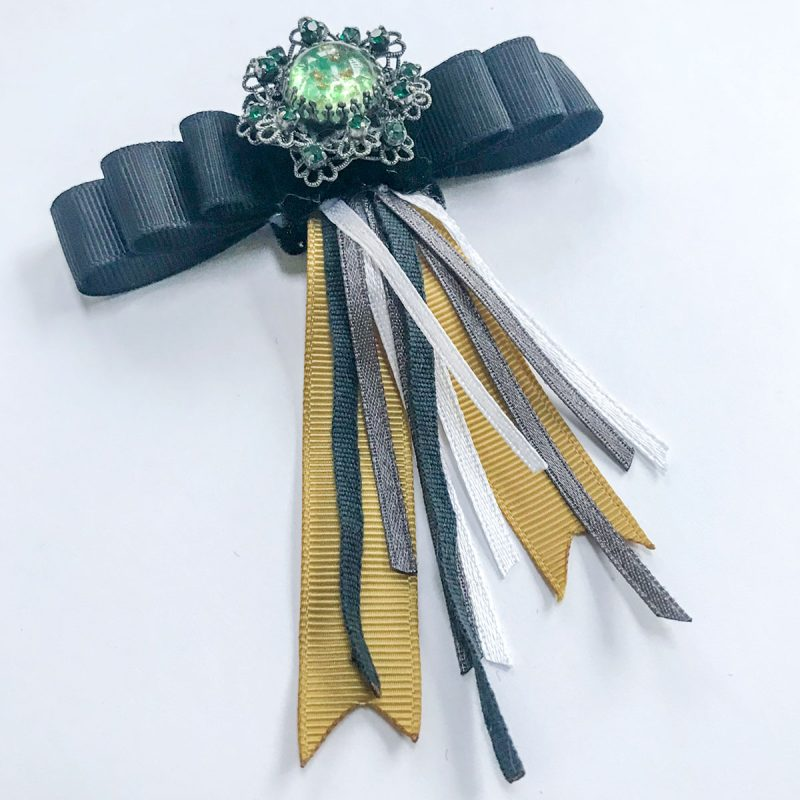 Vintage brosch gron sten svarta gula gra band