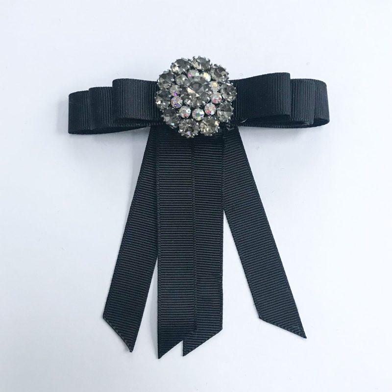 Vintagebrosch vita pärlor diamanter svart band