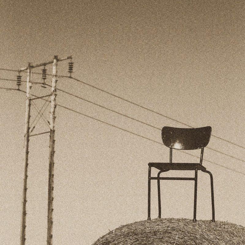 Stol på höbal - Studio Caro-lines