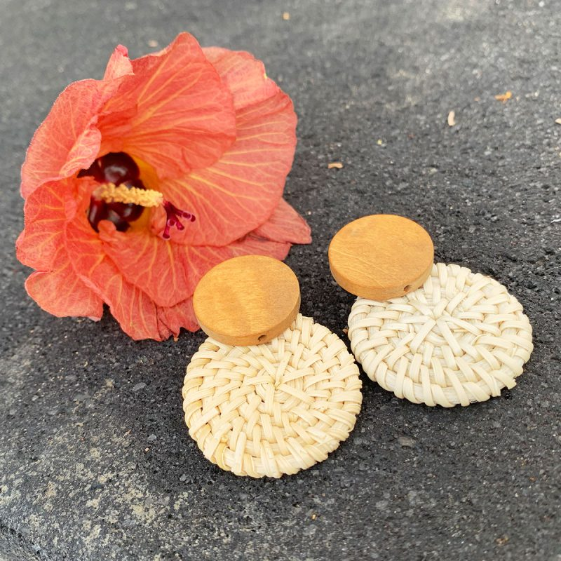 Lifestyle vacation pool earrings rattan flower