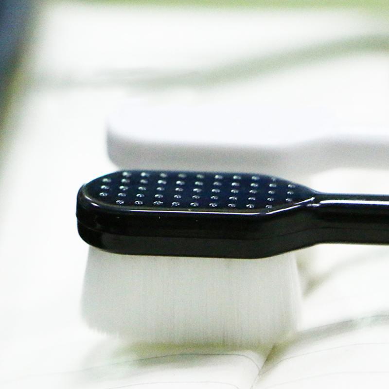 Tandborste supermjuk tungskrapa svart vit
