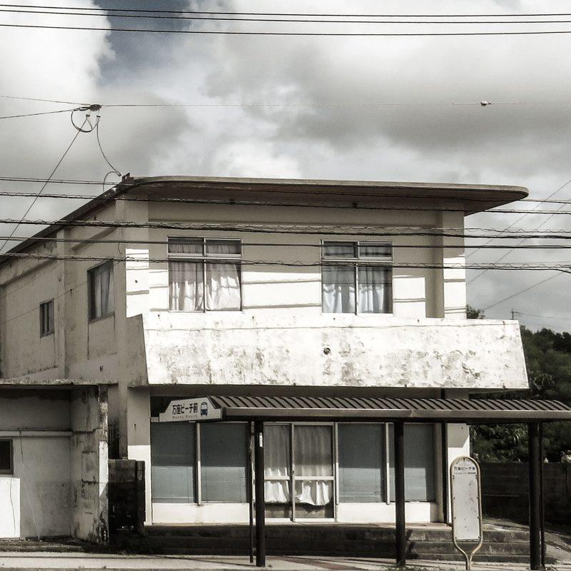 Två hus på Okinawa i Japan