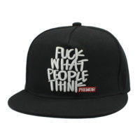 Sort cap med print. Fuck what people think.