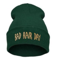 "Mørkegrøn hue ""Bad hair day"""