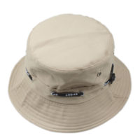 Kakifarvet bucket hat.