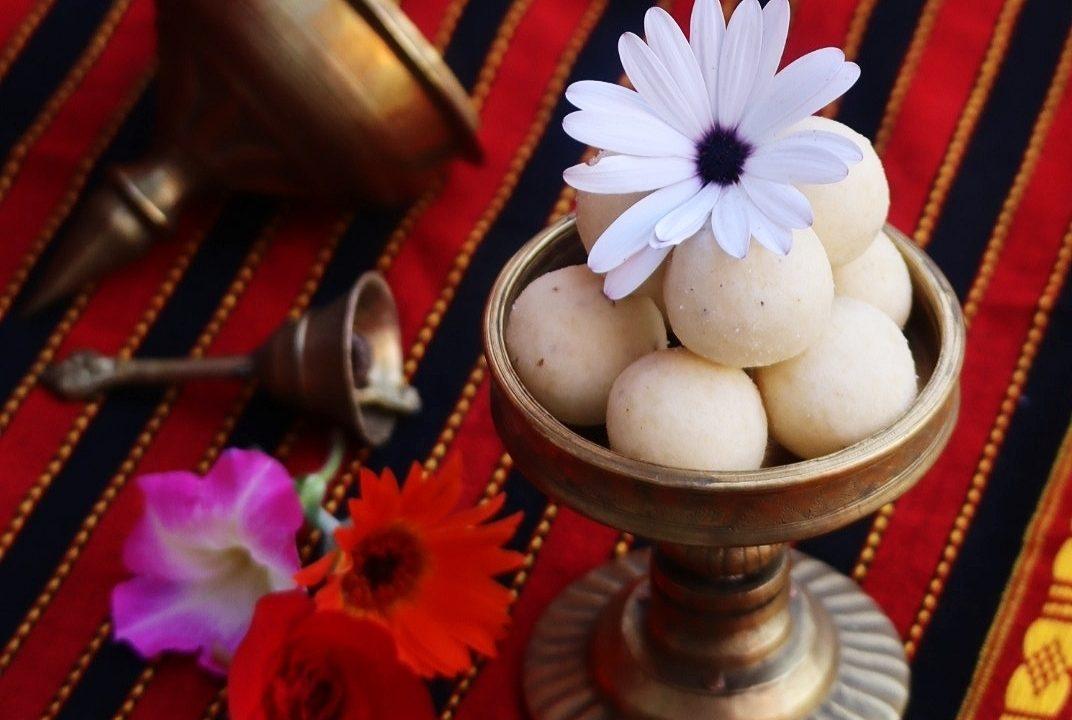 Kesa mithoi / Assamese no-cook rice flour laddu