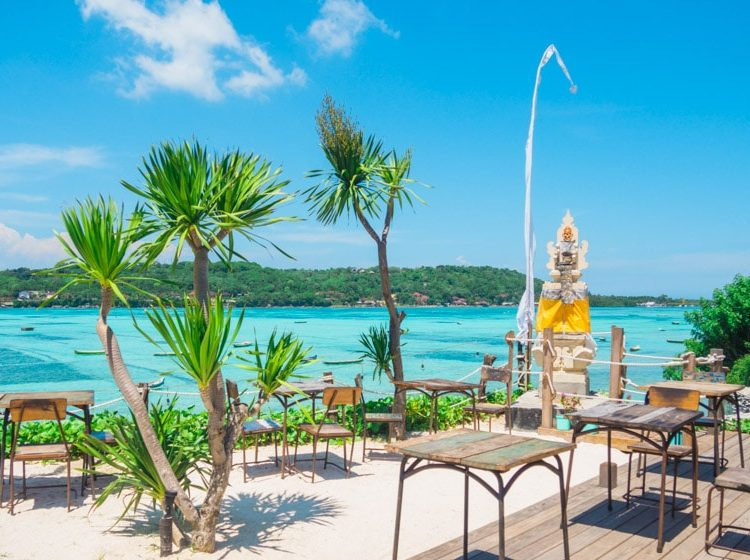Le Pirate Beach Club – Nusa Ceningan