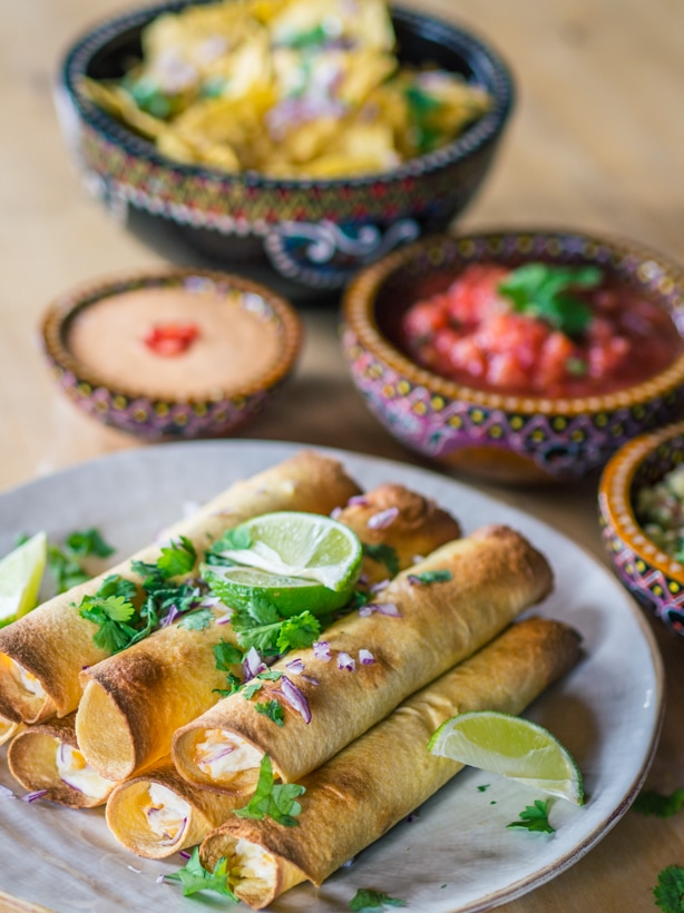 Oven baked creamy taquitos with chipotle mayo, salsa and guacamole - Easy recipe