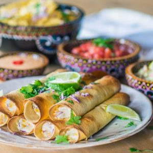 Quick and easy oven baked creamy taquitos with chipotle mayo, salsa and guacamole - Easy recipe