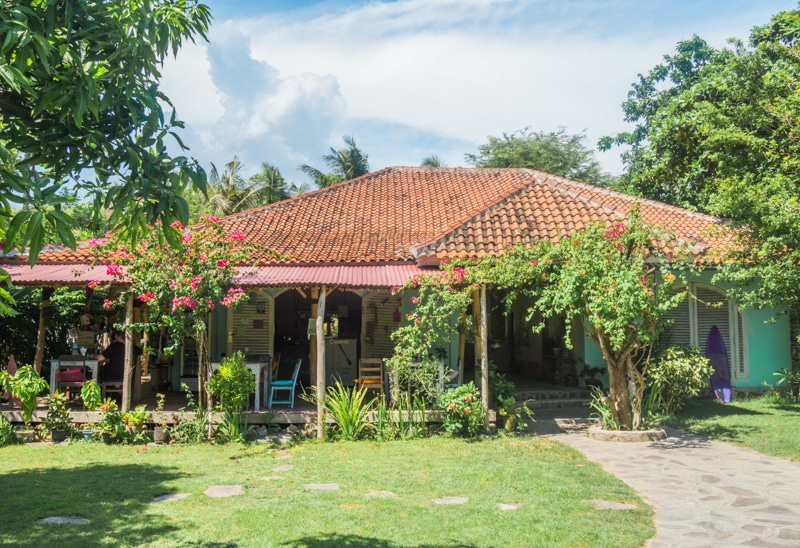 How to experience the incredible south coast of Lombok on a budget - Drop in Bungalows & Cafe
