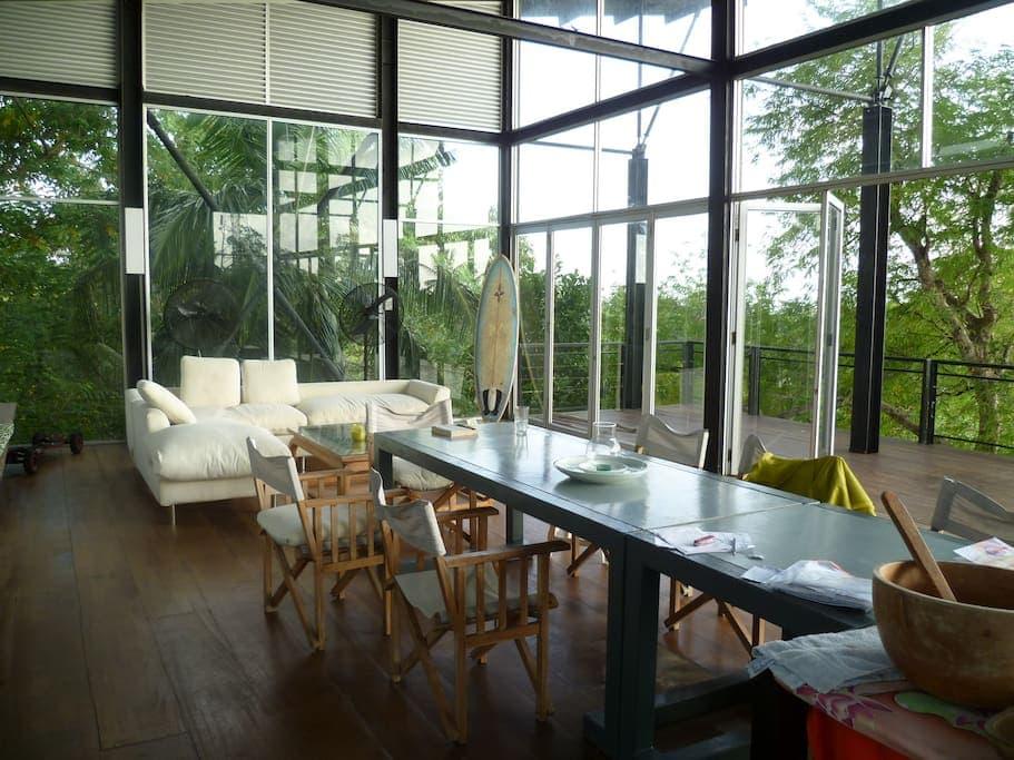 7 epic and affordable Sri Lanka Airbnbs - Unawatuna treehouse