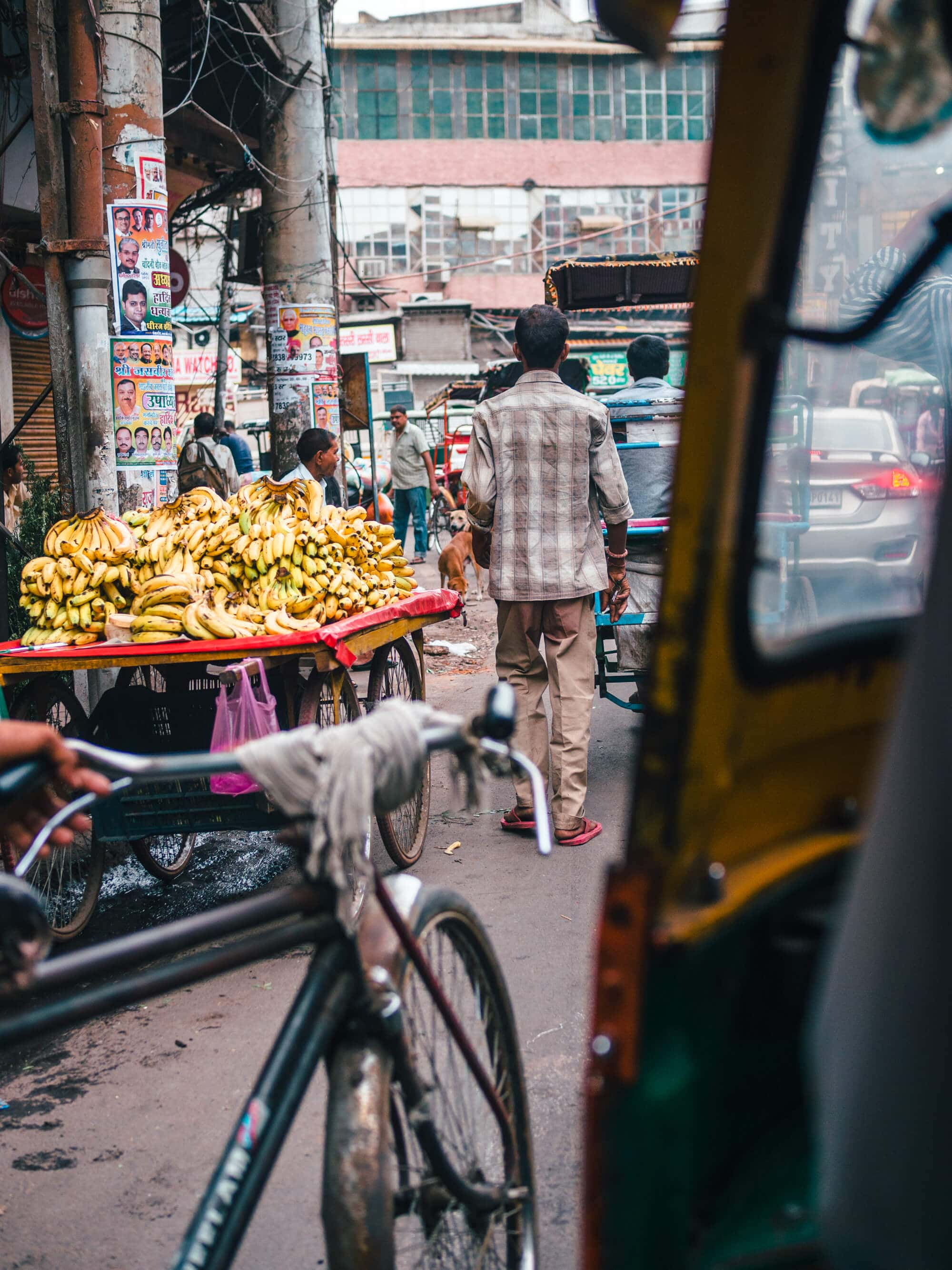 A first timer's guide to Delhi, India - Crazy traffic of Old Delhi