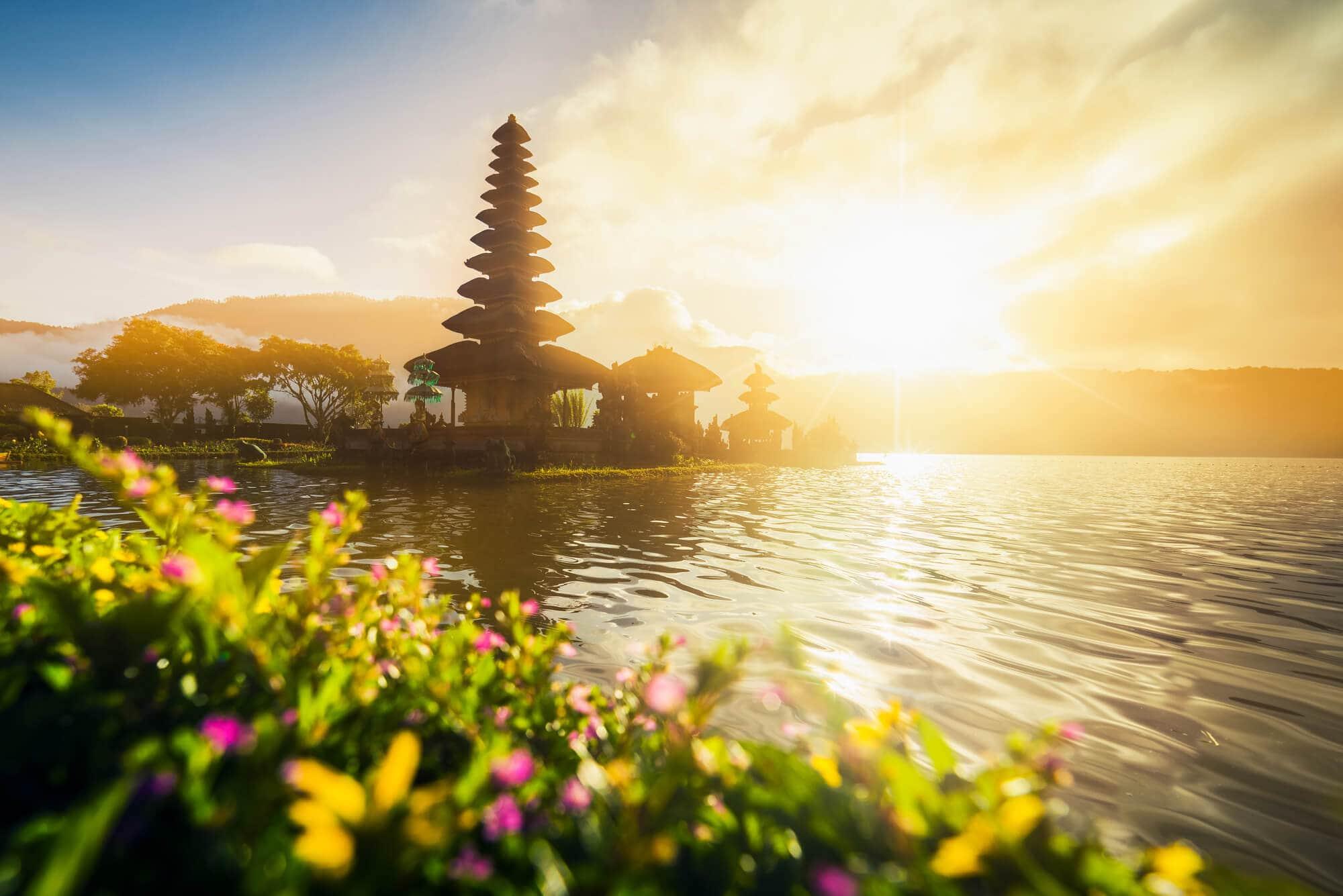 The ultimate 2 week Bali itinerary - Ulun Danu Beratan Temple