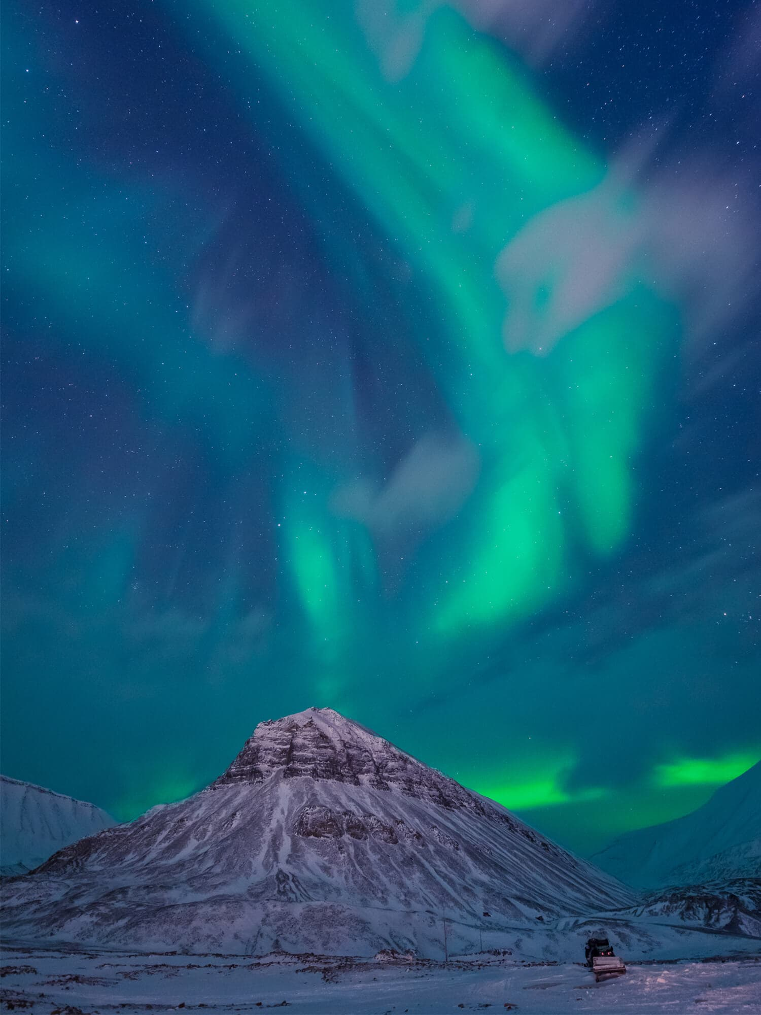 Best places to see and things to do in Norway - Northern lights (Aurora Borealis) over Svalbard #bucketlist #travelinspo #norway #northernlights #svalbard