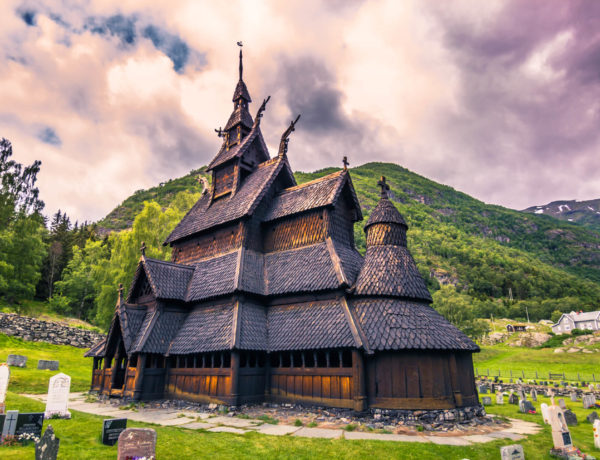 I bet you didn't know this about Norway! 47 fun & fascinating facts about Norway written by a Norwegian. Be sure to read this before you travel to Norway for the first time #norway #funfacts #travelinspo #vikings #travel #oslo