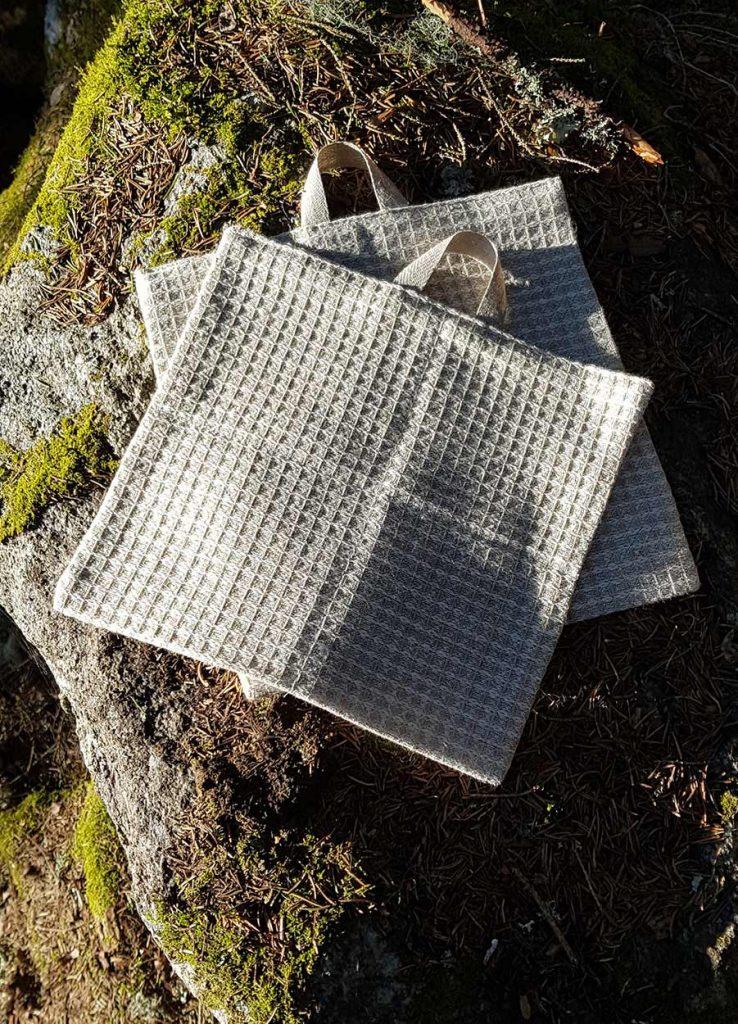 Linnedisktrasor på sten