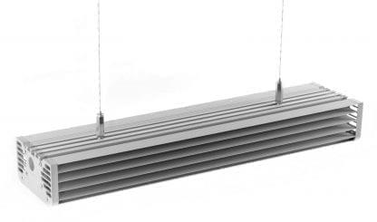 Anwendungsbeispiel einer an einem Stahlseil abgehängten LED Leuchte