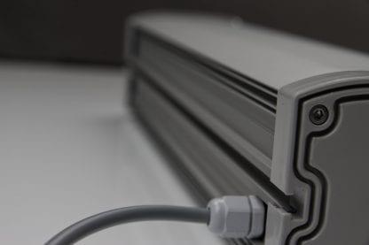 Ciągła szyna prowadząca do łatwego i szybkiego zamocowania światła LED z komponentów SVETOCH LINE