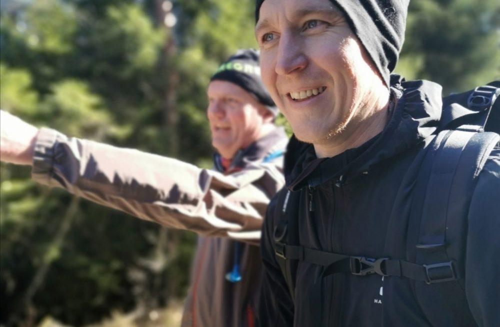 Två killar på vandring i Bohuslän