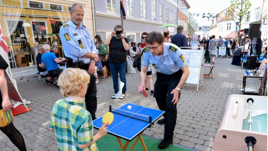 Politiet til Bordtennis ved Gadefest i Møllergade