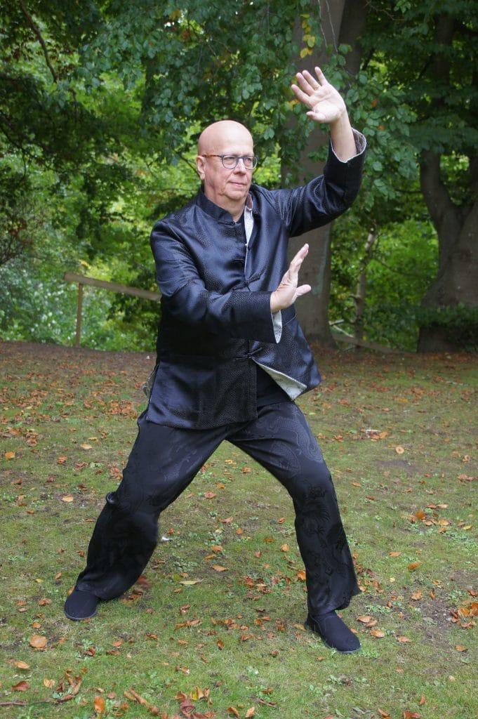 Karl Bergfors undervisar i Tai Chi och Qi Gong med utgångspunkt i Höör, Skåne.