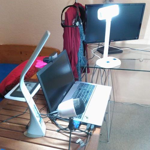 Cómo grabar videos para subir a youtube en casa por poco dinero - Estudio casero de grabación - Webcam, lamparas LED de sobremesa y microfono de Amazon Basics