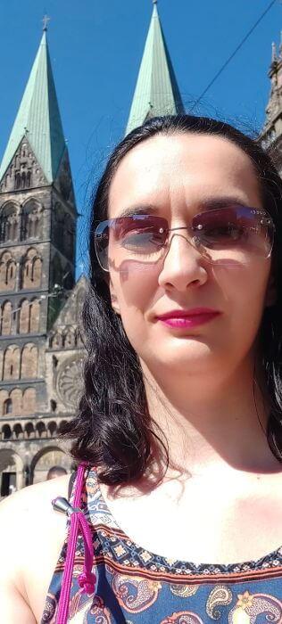 Taisa en Bremen junto a la catedral - Emprendedora, diseñadora web