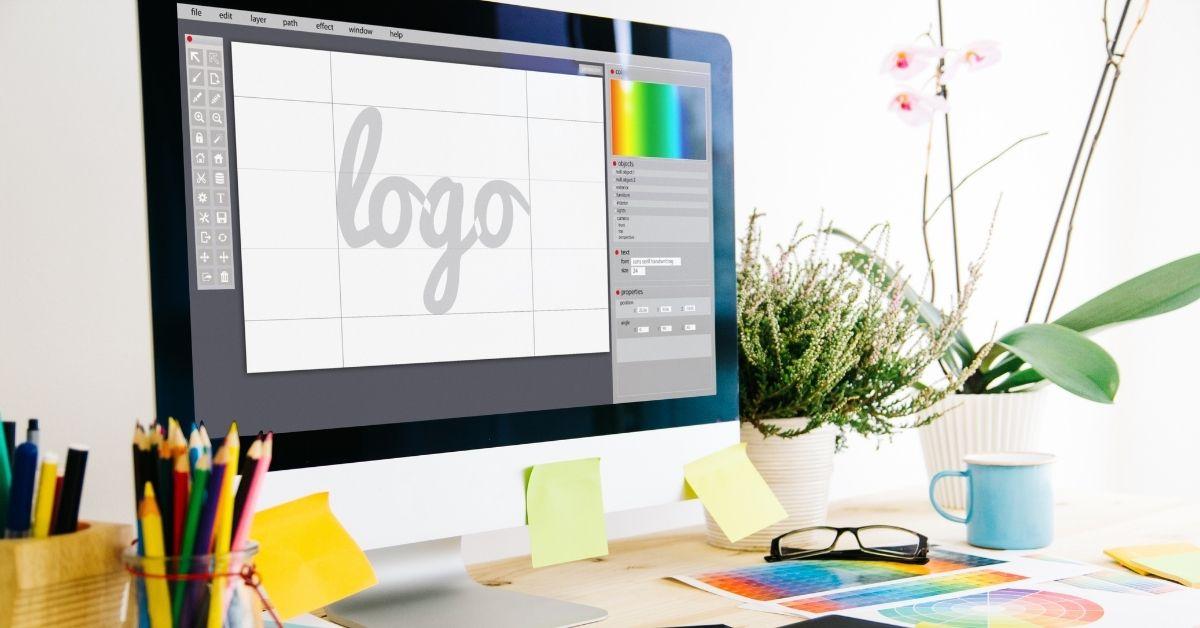 El diseño de imagen corporativa debería incluir un logotipo optimizado para la web en vectorial SVG.