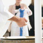 Dopskålen och prästens hand