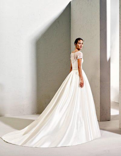 Brautkleid von Adriana Alier
