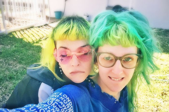 Shell Osborne and Pewka Zilla selfie - two women with brightly coloured hair