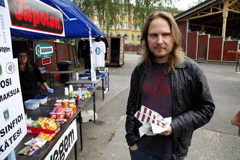 Harri Koikkalainen did not have to settle for beer alone when vegan sausages were found on the grill.