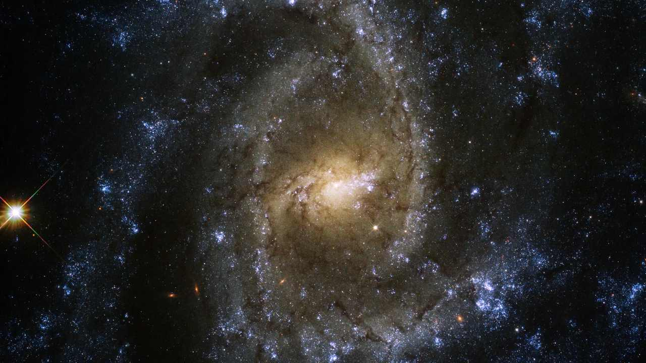Stunning eye of the serpent spotted by Hubble in spiral arms of a galaxy in the Hydra constellation