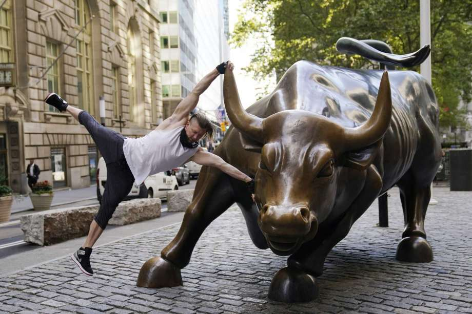 Stuart McKenzie, of London, takes a swing on the Charging Bull statue in New York's financial district, Tuesday, Sept. 8, 2020. More sharp declines for big tech stocks are dragging Wall Street toward a third straight loss on Tuesday. Photo: Mark Lennihan, AP / Copyright 2020 The Associated Press. All rights reserved