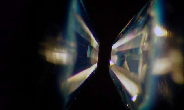 In a diamond-anvil cell, two gem-quality diamonds are shaped into anvils and faced toward each other. In the experiment, a sample ofsilicon carbide immersed in water was loaded between the flat diamond heads and subjected to immense pressure, then exposed to laser heating.As expected, the sample turned into diamond and silica
