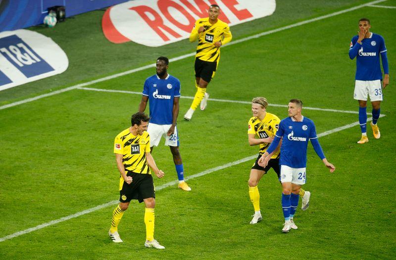 © Reuters. Bundesliga - Borussia Dortmund v Schalke 04