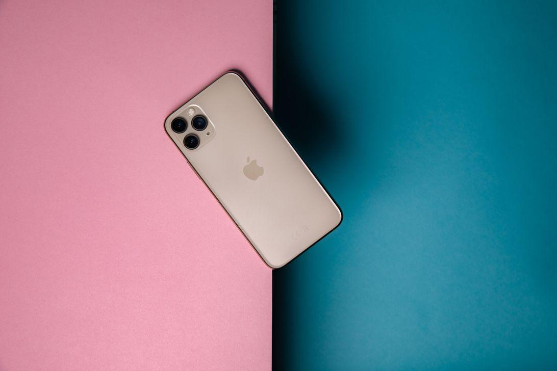 hoyle-promo-iphone-11-pro-3