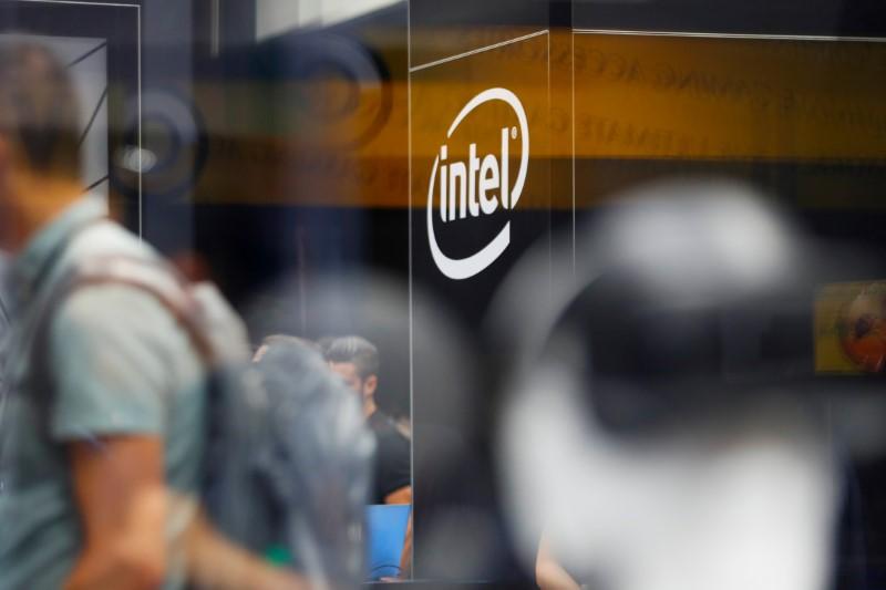 © Reuters.  Intel Earnings, Revenue beat in Q4